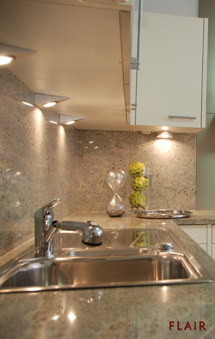 Küche: modern  von FLAiR Home Staging,Modern