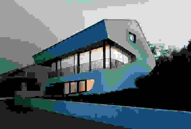 OLS HOUSE - new 4-person family home near Stuttgart Moderne Häuser von J.MAYER.H Modern