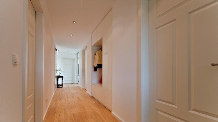 Couloir, entrée, escaliers par Held Schreinerei