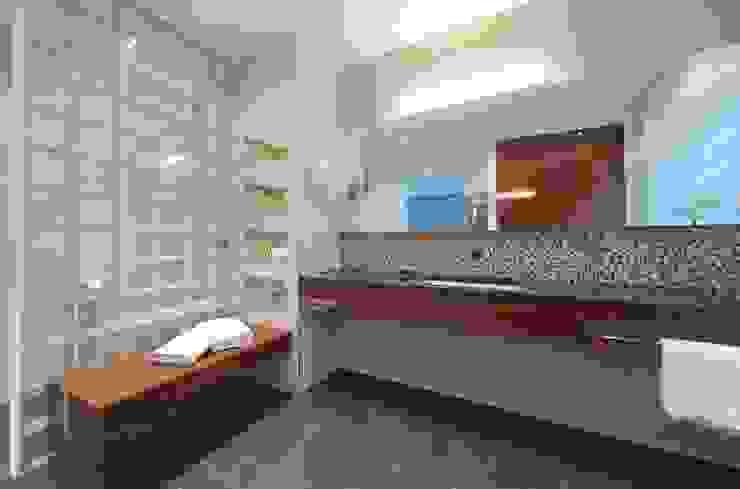 Bad mit Verbindung zum Saunaraum Moderne Badezimmer von Badkultur | Berlin Modern