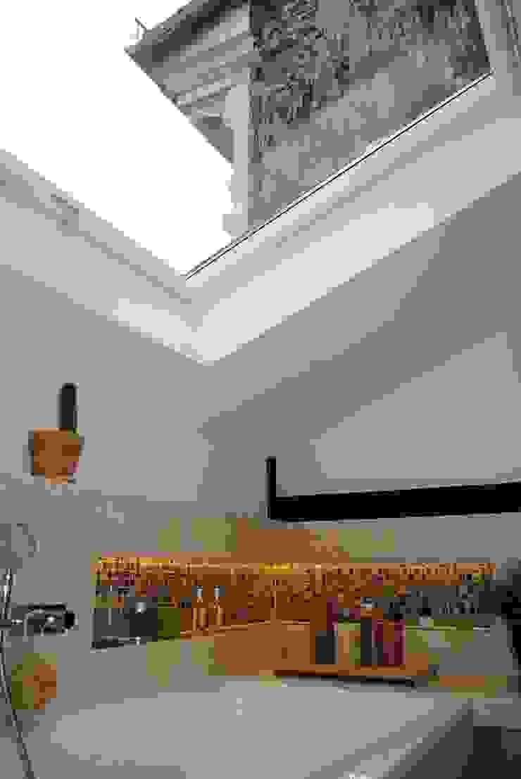 Dachausbau in Kreuzberg Moderne Badezimmer von Badkultur | Berlin Modern