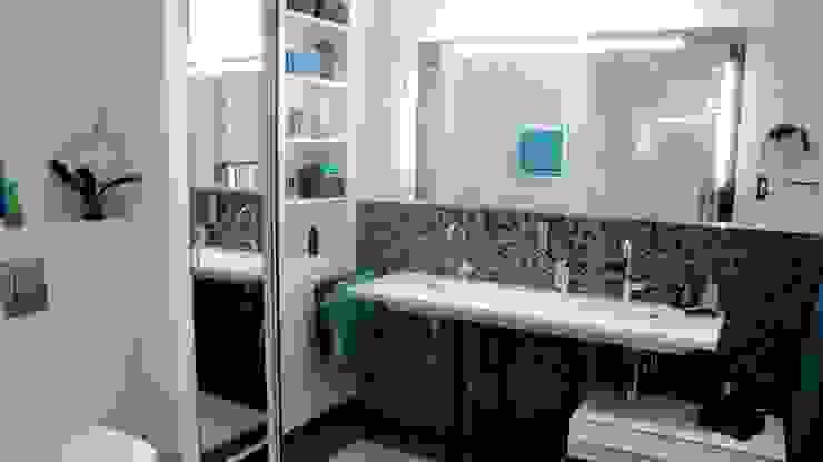 Schachterweiterung zwischen Waschtisch und WC Moderne Badezimmer von Badkultur   Berlin Modern