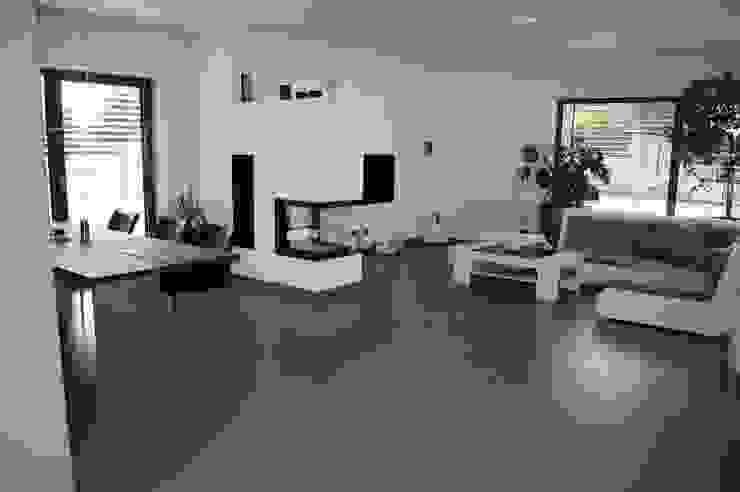 Moderne Villa bei Amberg Wohnzimmer von Manfred Weber Bodenbeläge UG