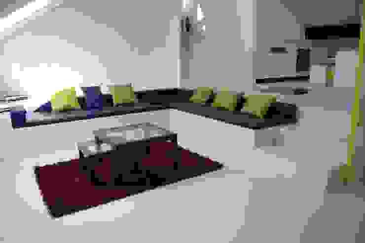 Treppen und Sitzgruppe in Straubing Wohnzimmer von Manfred Weber Bodenbeläge UG
