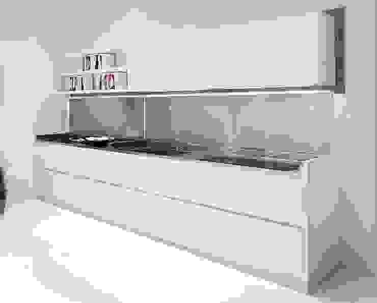 Küchenzeile mit aufklappbarer Abdeckung von Küchengaleria Oßwald GmbH