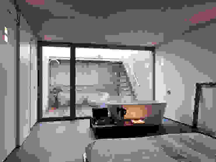 現代浴室設計點子、靈感&圖片 根據 LEICHT Küchen AG 現代風