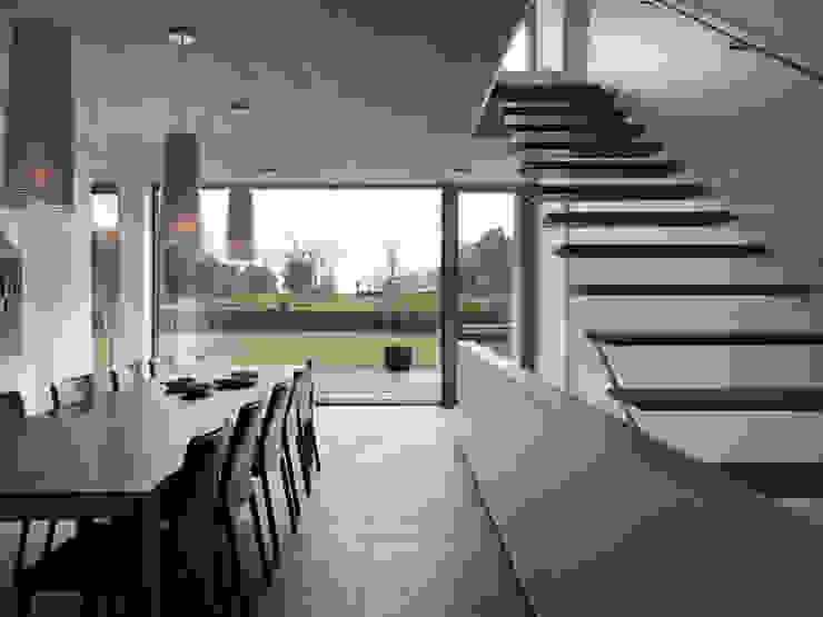 Salas de jantar modernas por LEICHT Küchen AG Moderno