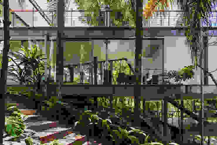 房子 by obra arquitetos ltda