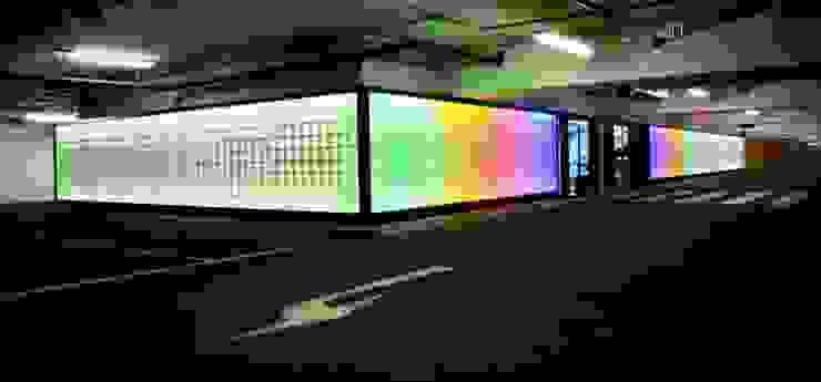 Glaswand in einer Tiefgarage Moderne Garagen & Schuppen von tritschler glasundform Modern
