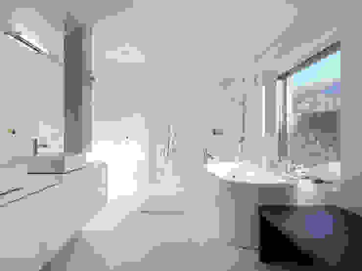 Baños de estilo moderno de LEICHT Küchen AG Moderno