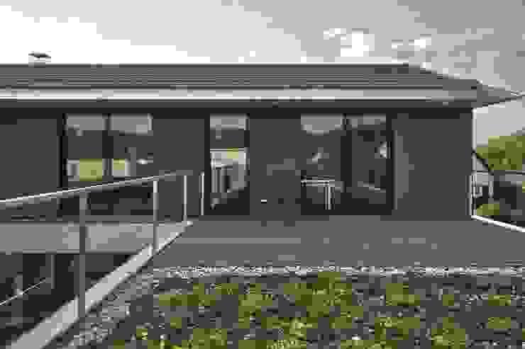 Einfamilienhaus KU09 vor der Alb Moderner Balkon, Veranda & Terrasse von Schiller Architektur BDA Modern