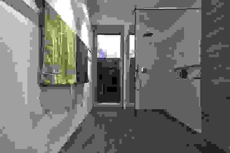 Einfamilienhaus KU09 vor der Alb Moderne Badezimmer von Schiller Architektur BDA Modern
