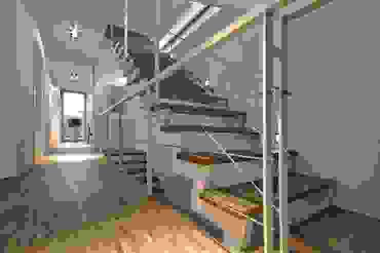 Einfamilienhaus KU09 vor der Alb Moderner Flur, Diele & Treppenhaus von Schiller Architektur BDA Modern
