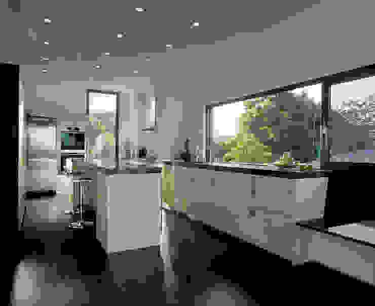 Кухня в стиле модерн от LEICHT Küchen AG Модерн