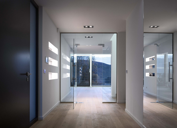 LEICHT Küchen AG Pasillos, vestíbulos y escaleras de estilo moderno