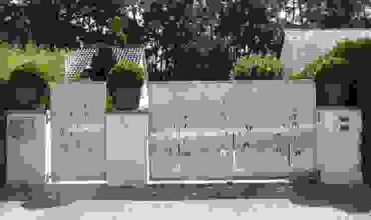 Moderne tuinen van Edelstahl Atelier Crouse: Modern