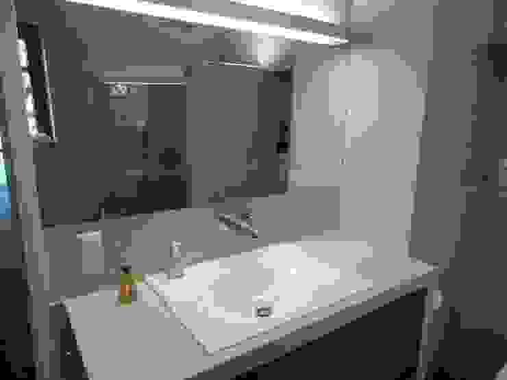 Wände mit Charakter 現代浴室設計點子、靈感&圖片