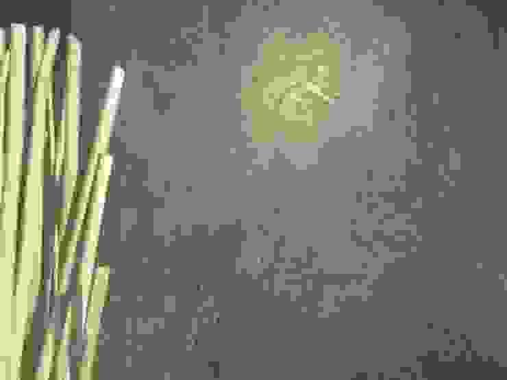 Paredes y pisos modernos de Wände mit Charakter Moderno