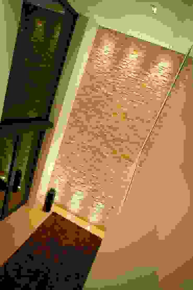 Pasillos, vestíbulos y escaleras modernos de ligthing & interior design Moderno