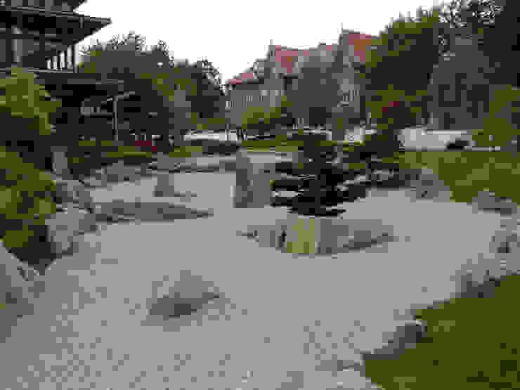 Giardino in stile asiatico di Kirchner Garten & Teich GmbH Asiatico