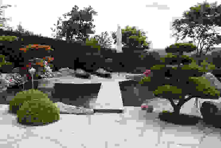 Jardines de estilo  por Kirchner Garten & Teich GmbH, Moderno