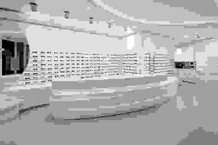 Galerías y espacios comerciales de estilo ecléctico de LABOR WELTENBAU ARCHITEKTUR Ecléctico