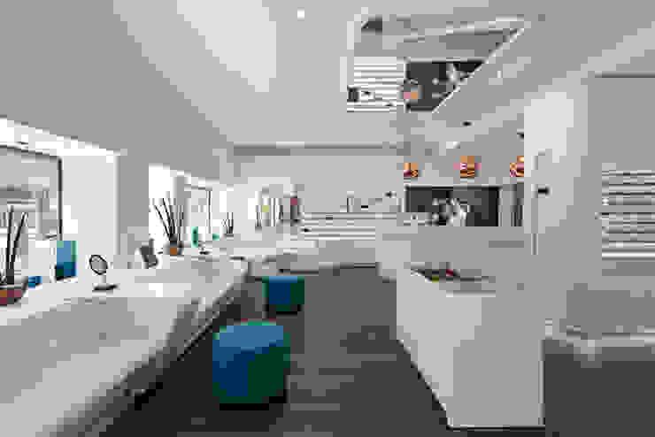 OPTIK GRÖSCHNER Moderne Geschäftsräume & Stores von LABOR WELTENBAU ARCHITEKTUR Modern