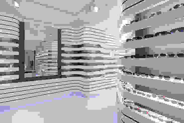 MAXOPTICAL Moderne Geschäftsräume & Stores von LABOR WELTENBAU ARCHITEKTUR Modern