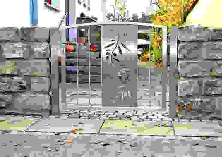 Modern Stainless Steel Gates Сад в стиле модерн от Edelstahl Atelier Crouse: Модерн