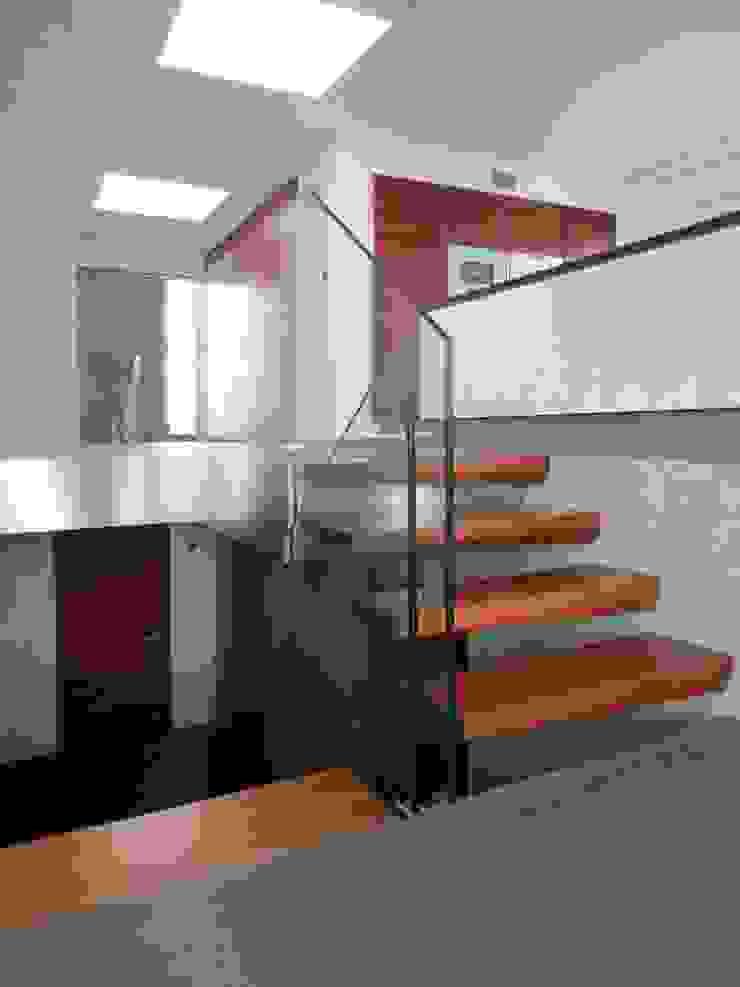 Treppenhausverglasung mit ca. 2m x 3m großer Glasscheibe: modern  von Lignum Möbelmanufaktur GmbH,Modern