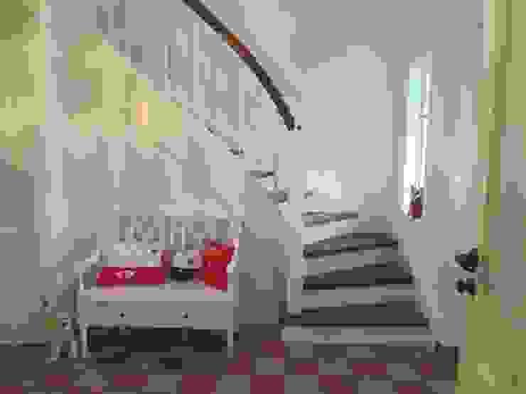 Klassische Treppe im Landhausstil von Lignum Möbelmanufaktur GmbH Landhaus