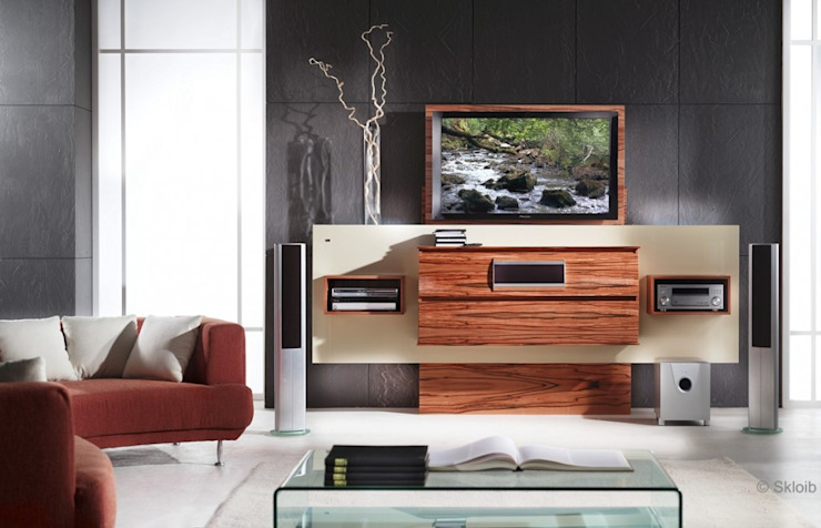 Exklusives HIFI-Möbel mit versenkbarem Fernseher: modern  von Lignum Möbelmanufaktur GmbH,Modern