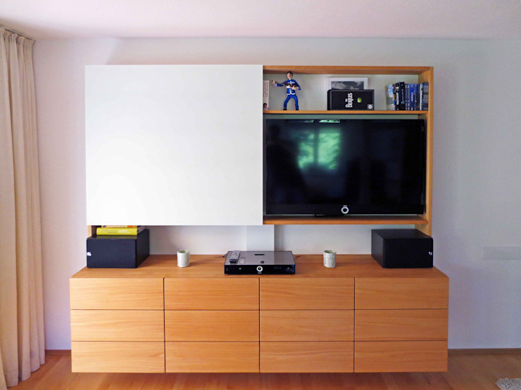 Medienwand in Kirschbaum und Glasschiebetür: modern  von Lignum Möbelmanufaktur GmbH,Modern