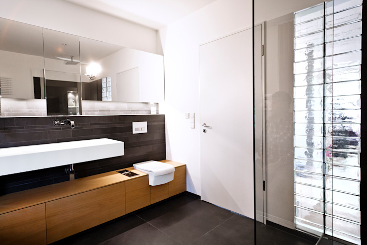 Modern bathroom by schulz.rooms Modern