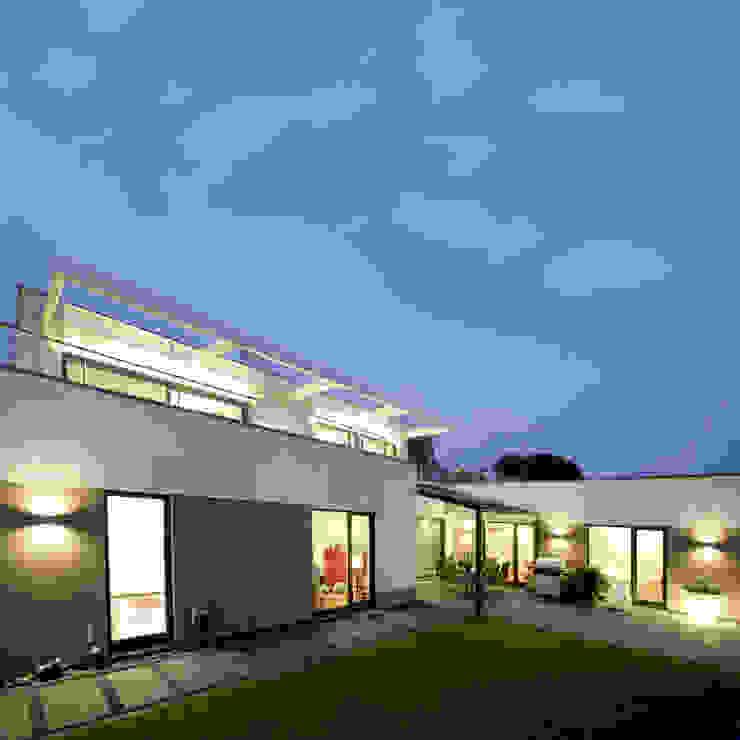 Leuchtender Diamant Moderne Häuser von kenchiku Modern