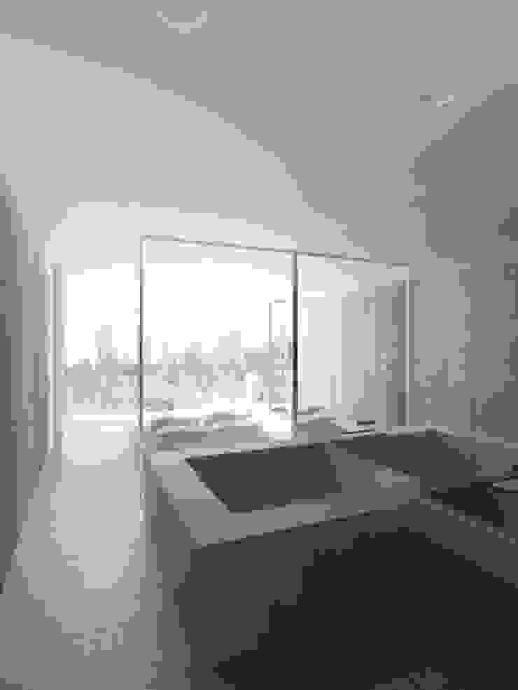 Golf's Tower Moderne Badezimmer von Hackenbroich Architekten Modern