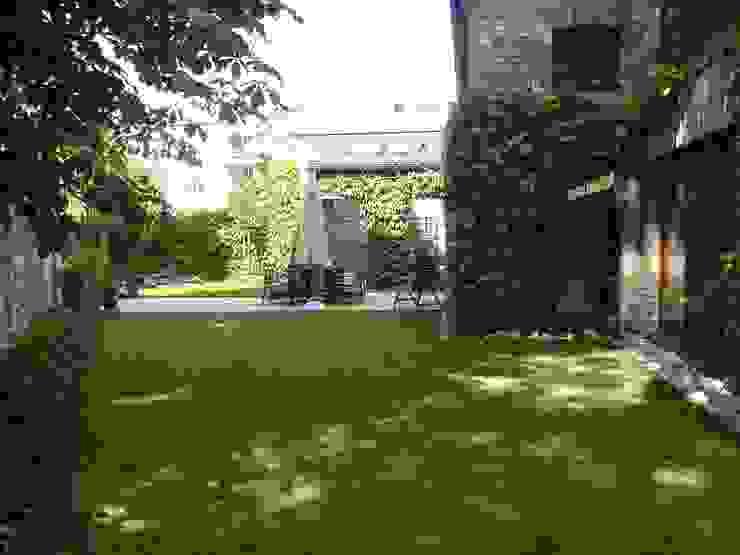 Jardines de estilo moderno de neuegaerten-gartenkunst Moderno