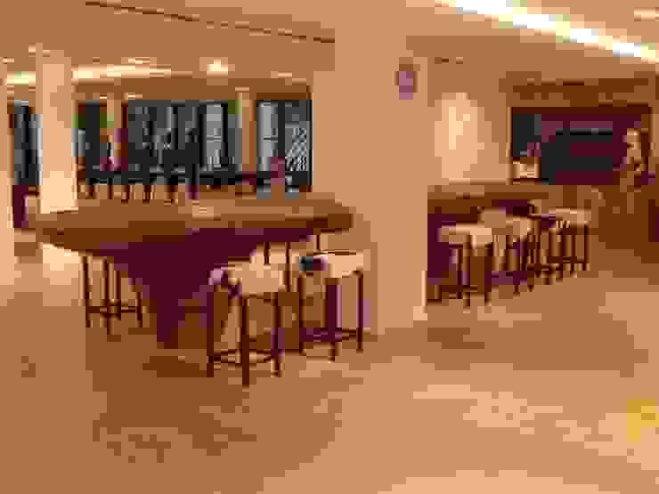 rustikaler Bartisch von Bernhard Preis - Interior Design aus der Region Tegernsee Rustikal