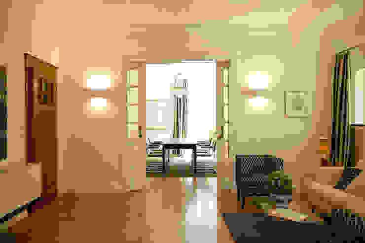 Family Home Bonn Wohnzimmer im Landhausstil von Tatjana von Braun Interiors Landhaus