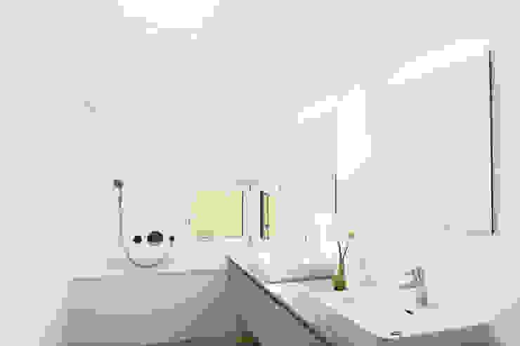Projekty,  Łazienka zaprojektowane przez Fäh Architektur,