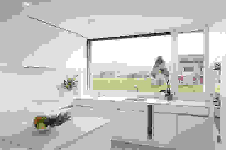 Cocinas de estilo moderno de Fäh Architektur Moderno
