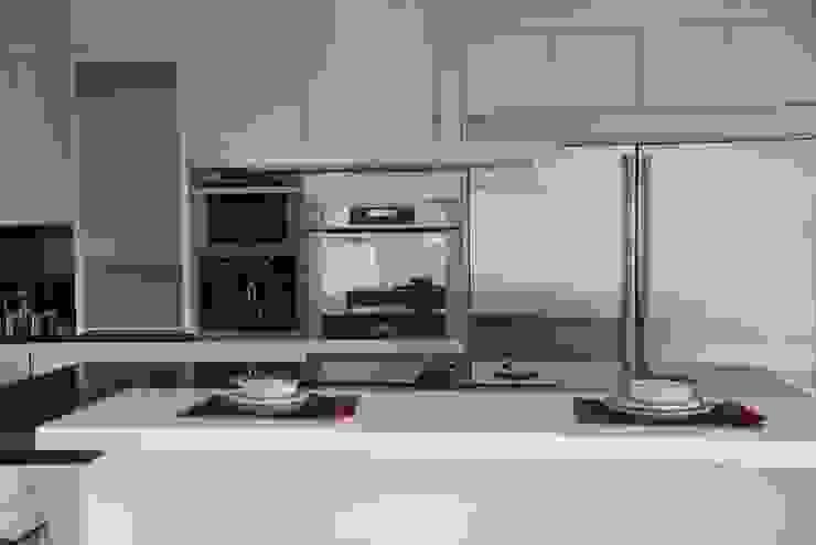 Cocina en Cristal Blanco de Aura Cocinas Moderno