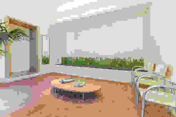 Wartezimmer mit Wartebank Moderne Geschäftsräume & Stores von homify Modern