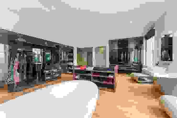 Clear Sliding Frameless Glass Doors Minimalist dressing room by Go Glass Ltd Minimalist
