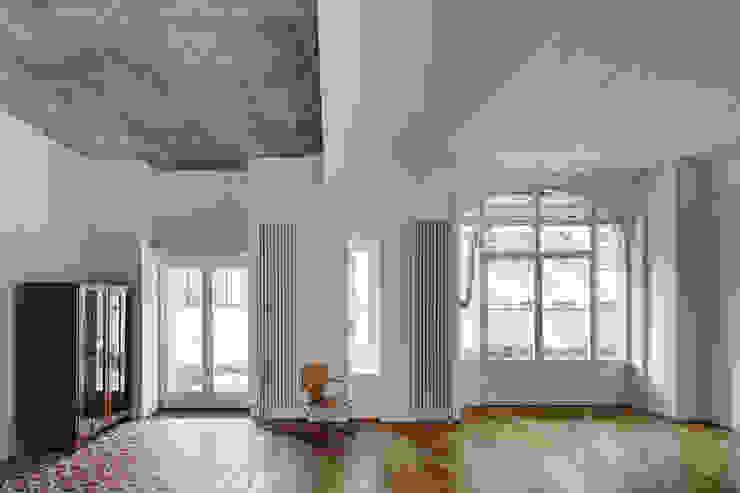 Salas de estar industriais por marc benjamin drewes ARCHITEKTUREN Industrial