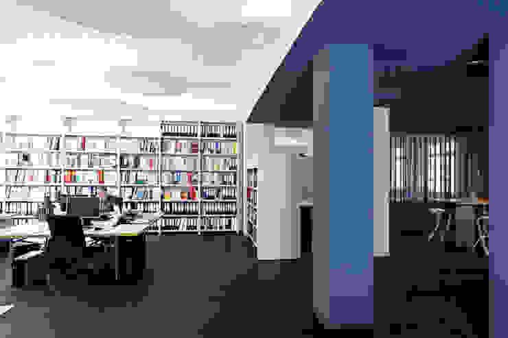 Bürobereich Moderne Arbeitszimmer von a-base I büro für architektur Modern