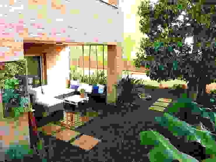 Jardines de estilo moderno de Simbiosi Estudi Moderno