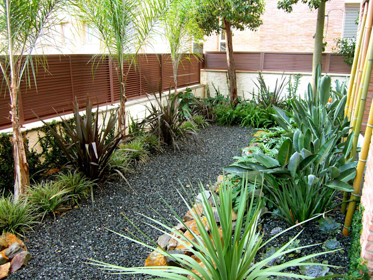 Jardins modernos por Simbiosi Estudi Moderno