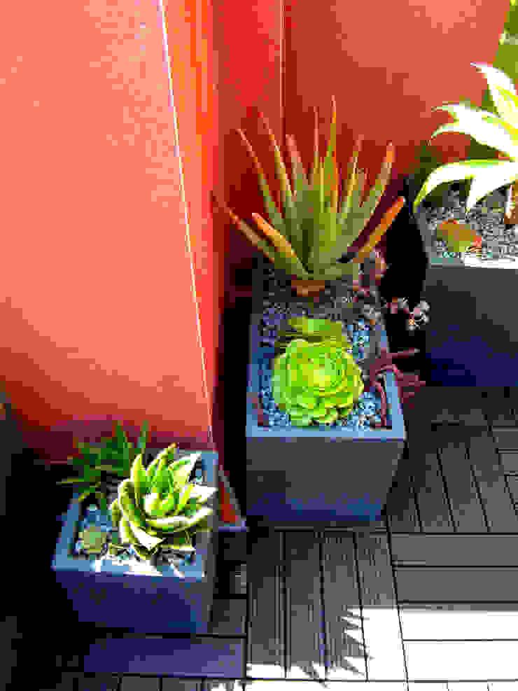 Modern garden by Simbiosi Estudi Modern