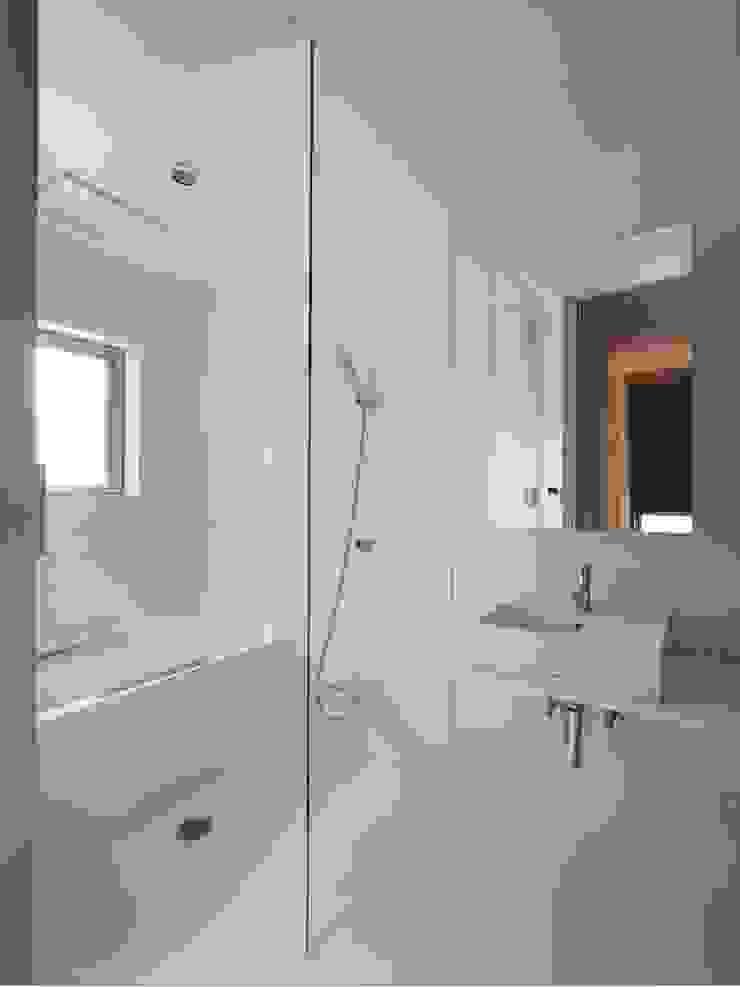 浴室 モダンスタイルの お風呂 の 小泉設計室 モダン